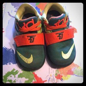 Nike weatherman size 6 toddler shoe